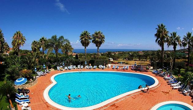 Spalvingos atostogos Kalabrijoje: 3★ Costa Azzurra Hotel & Residence viešbutis su maitinimu vos 489€